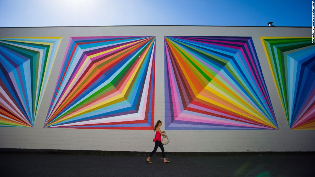 Painted walls are a familiar sight in the Canadian city of Vancouver. To commemorate the 150th birthday of the province of British Columbia, the city in 2008 began a program to encourage street art. Today, visitors can join one of four mural tours.