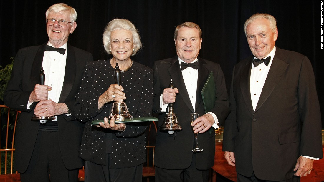 From left, Gordon Wood, O'Connor, Jim Lehrer and Colin Campbell receive the Churchill Bell, the Colonial Williamsburg Foundation's highest accolade for citizenship, in Williamburg, Virginia, in April 2011.