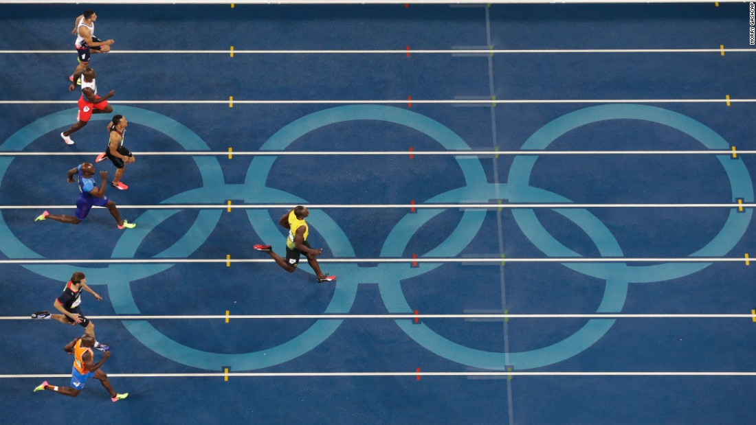Bolt builds a big lead in the final stretch of the race.