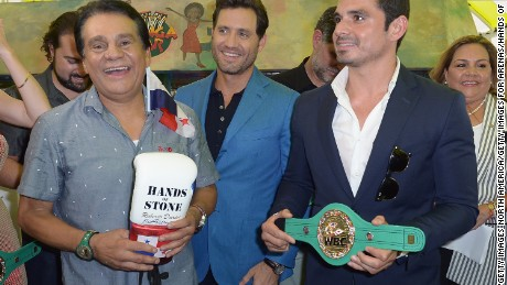 MIAMI, FL - AUGUST 18:  Roberto Duran,Edgar Ramirez and Robin Duran attends the Key to the City Event on August 18, 2016 in Miami, Florida.  (Photo by Gustavo Caballero/Getty Images for Arenas/Hands of Stone)