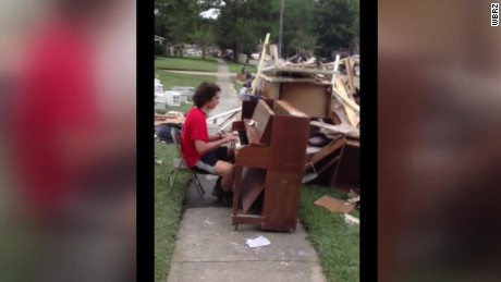 louisiana flooding piano player dnt  _00012614
