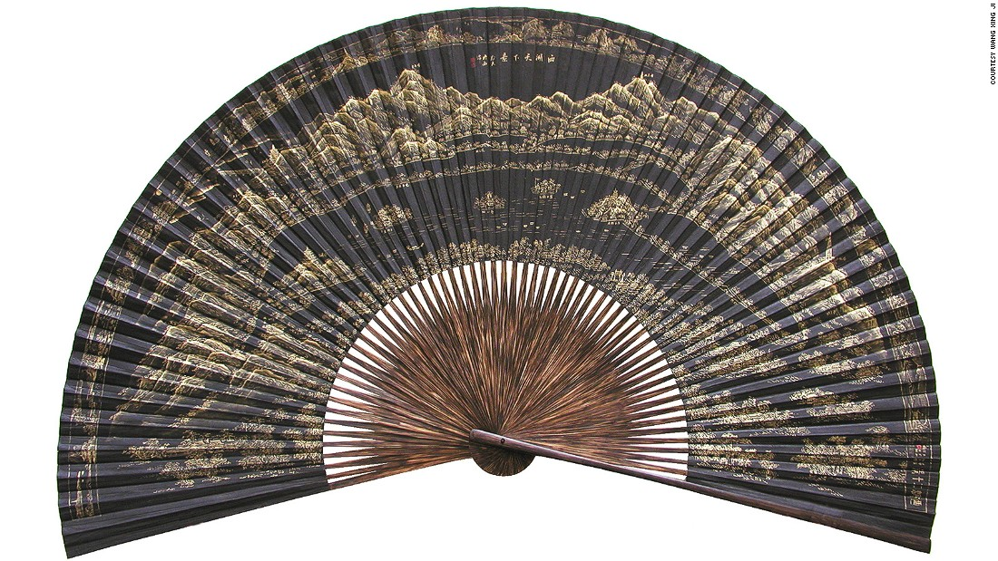 It's said that tea, silk and hand fans are Hangzhou's three unparalleled gifts. The most iconic fans are by Wang Xing Ji.  Established in 1875, this time-honored brand has charmed tourists and locals alike with its intricately designed fans.