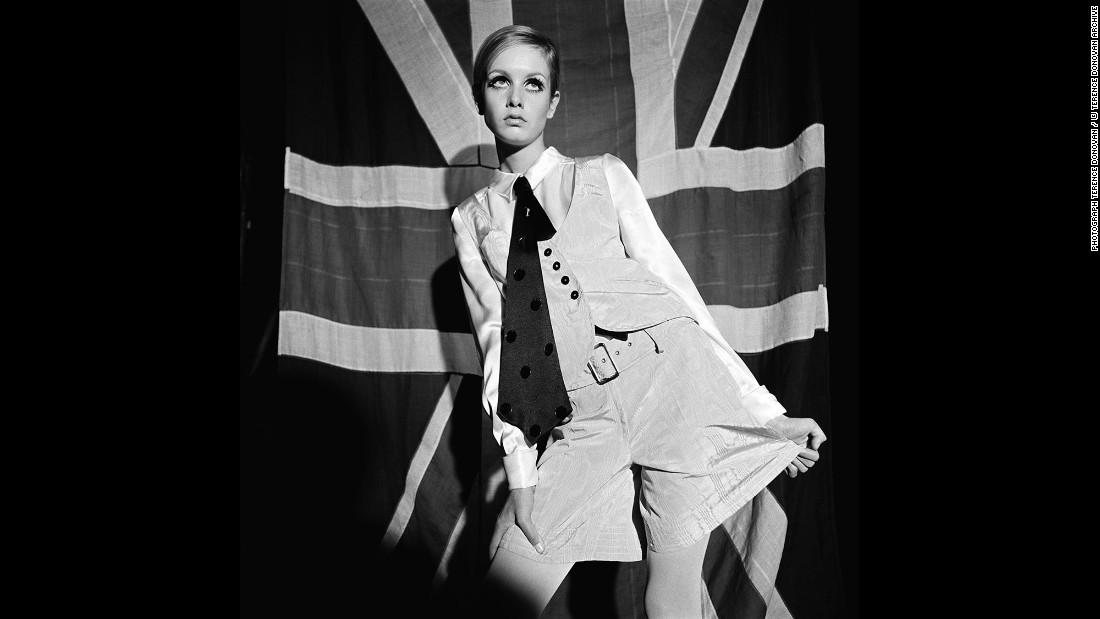 Model Twiggy in Woman's Mirror magazine in August 1966.