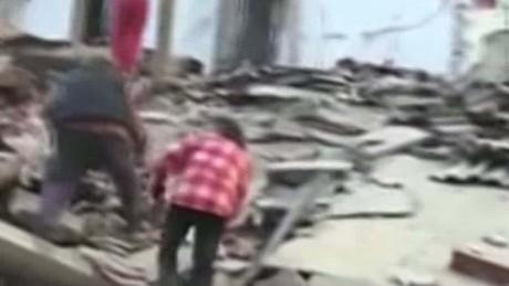 italy quake sanderson beeper daylight video_00000000.jpg