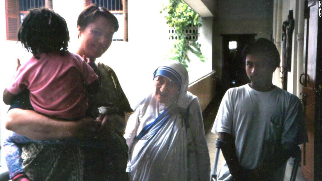 http://i2.cdn.turner.com/cnnnext/dam/assets/160824101230-mother-teresa-gautam-teengaer-super-169.jpg