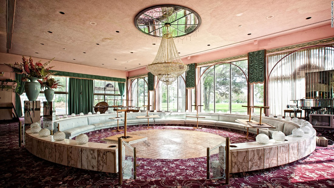 """The U.S. side of Niagara Falls might pull in 12 million annual visitors but the Fallside Inn is a sign of different times, says urban explorer <a href=""""https://www.instagram.com/abandoned_america/"""" target=""""_blank"""">Matthew Christopher</a>."""