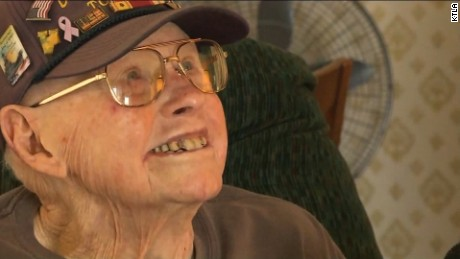 WWII veteran honored by sailors