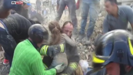 italy earthquake girl rescue_00005221.jpg