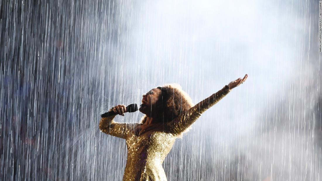 Mariene de Castro sings at the Summer Olympics closing ceremony in Rio de Janeiro on Sunday, August 21.