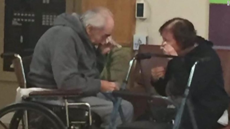 sad photo maried 62 years couple forced to live apart separate nursing homes dnt_00001604