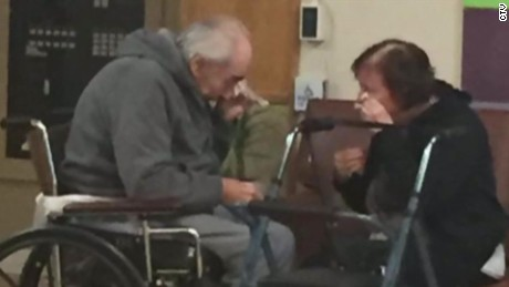 sad photo maried 62 years couple forced to live apart separate nursing homes dnt_00001604.jpg