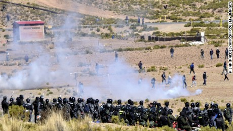 Riot policemen and miners clash in Panduro, La Paz department, Bolivia on August 25, 2016.   A miners' union said two men were killed during clashes with the police for the control over roads in Bolivia.   / AFP / AIZAR RALDES        (Photo credit should read AIZAR RALDES/AFP/Getty Images)