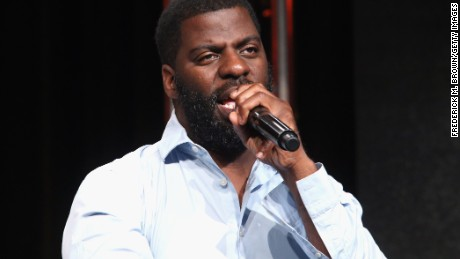 "Che ""Rhymefest"" Smith was upset with the way police treated him while he tried to report a robbery."