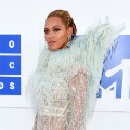 Stars hit the red carpet at VMAs