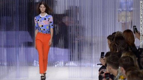 A model presents a creation for Carven during the 2016 Spring/Summer ready-to-wear collection fashion show, on October 1, 2015 in Paris.        AFP PHOTO / BERTRAND GUAY        (Photo credit should read BERTRAND GUAY/AFP/Getty Images)