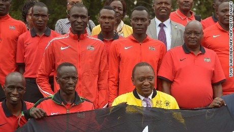 Kenyan President Uhuru Kenyatta (C) poses with Olympics Kenyan track and field athletes on July 22, 2016 at the State House in Nairobi.