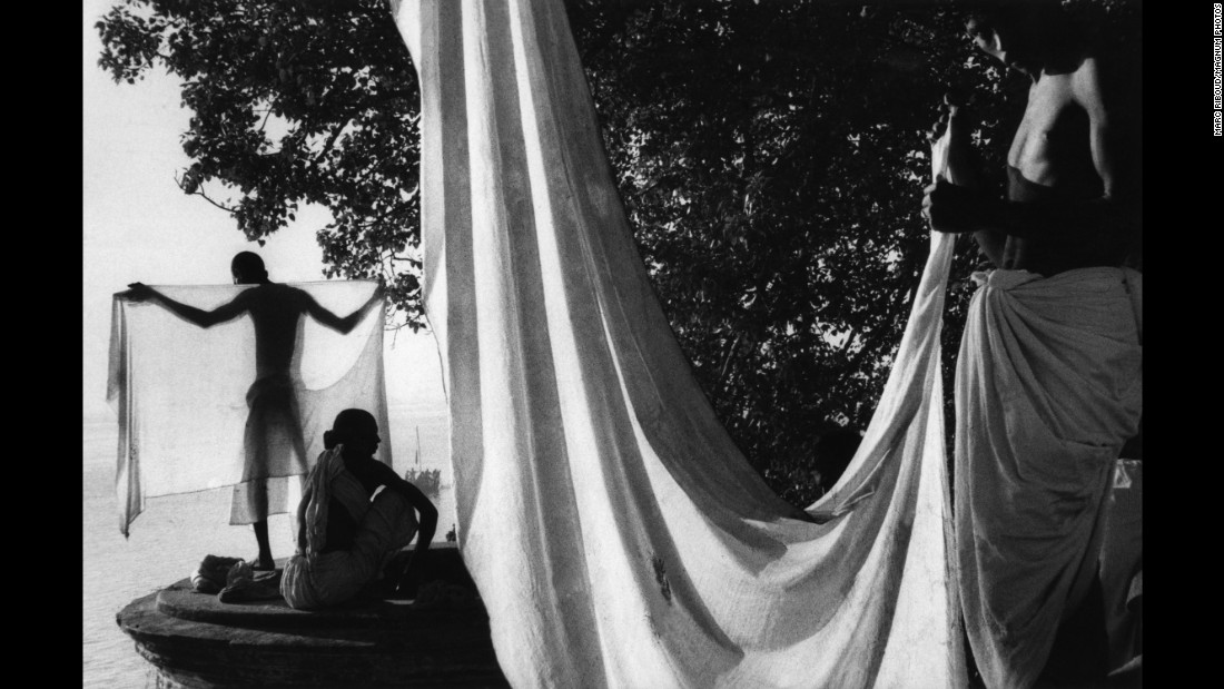 During his long career, Riboud traveled all over the world, taking photos in countries such as China, Iran, Afghanistan, Nepal and -- as seen here -- India. He was one of the earliest members of the Magnum photo collective, joining in 1953.