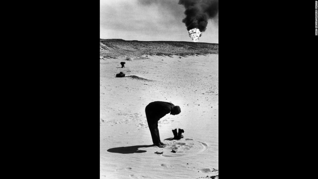 A man prays toward Mecca in the Saudi Arabian desert in 1974.