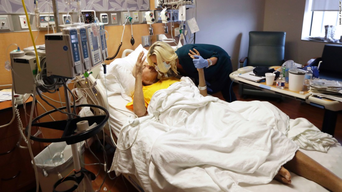 "Sportscaster Craig Sager kisses his wife, Stacy, while undergoing treatment in Houston for acute myeloid leukemia on Wednesday, August 31. The upbeat Sager, known for his wild suits, <a href=""http://www.cnn.com/2016/08/18/health/turning-points-craig-sager/"" target=""_blank"">has inspired players, coaches and fans</a> with his ""never give up"" attitude during his grueling battle with cancer."