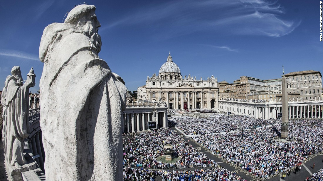 A general view of Saint Peter's Square during the canonization ceremony of Mother Teresa of Calcutta at the Vatican, on Sunday, September 4, 2016.  Pope Francis canonized Mother Teresa as a saint.