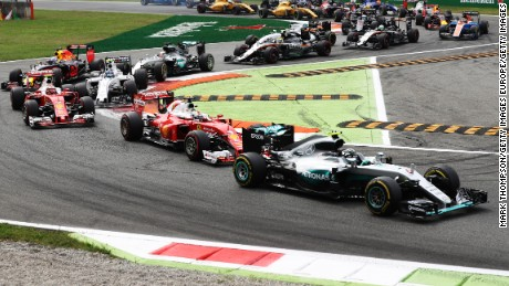MONZA, ITALY - SEPTEMBER 04: Nico Rosberg of Germany driving the (6) Mercedes AMG Petronas F1 Team Mercedes F1 WO7 Mercedes PU106C Hybrid turbo leads Sebastian Vettel of Germany driving the (5) Scuderia Ferrari SF16-H Ferrari 059/5 turbo (Shell GP) and the rest of the pack at the start of the race during the Formula One Grand Prix of Italy at Autodromo di Monza on September 4, 2016 in Monza, Italy.  (Photo by Mark Thompson/Getty Images)