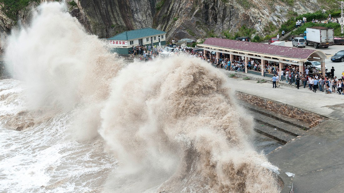 Typhoon Chan-hom in 2015 causes huge waves in Wenling after crossing Japan's Okinawa island chain.