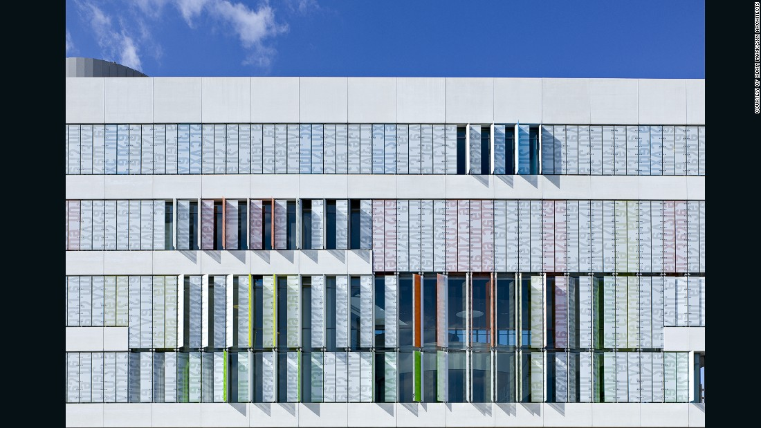 Designed for high school students aged 16 to 19, this college is connected vertically and horizontally, and has four boomerang-shaped floors that form the overall frame of the building.