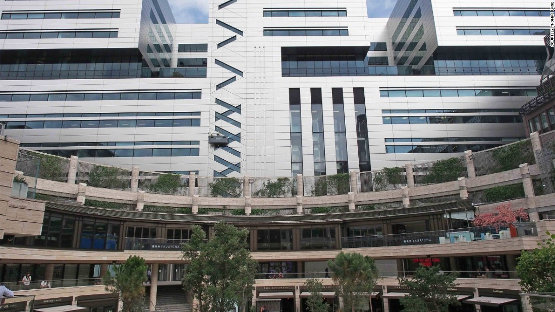 "In 2011, the Stuart Lipton, the veteran property developer who co-founded Broadgate, described the building's proposal as ""the worst large building in the City for 20 years."" It was constructed anyway."