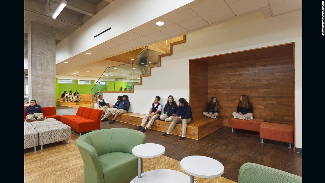 Located inside the San Diego Central Library, this charter high school offers project-based learning within flexible areas that can be converted to accommodate different spaces using glass partitions and adaptable furnishings.