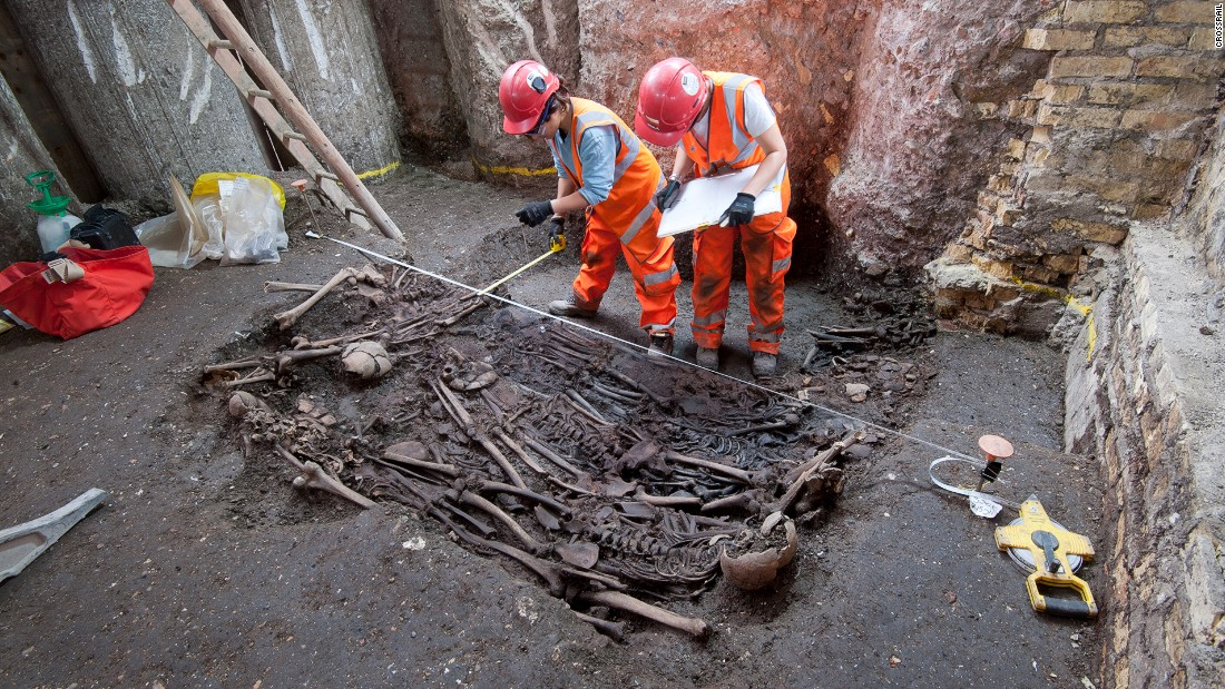 """The mass grave was thought to be a """"plague pit,"""" discovered by <a href=""""http://www.crossrail.co.uk/news/articles/dna-of-bacteria-responsible-for-london-great-plague-of-1665-identified-for-first-time"""" target=""""_blank"""">Crossrail</a> when constructing a new station at Liverpool Street in 2015."""