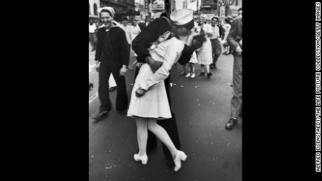 Glenn McDuffie kisses Greta Friedman in Times Square in New York on V-J Day, August 15, 1945.  (Original caption:  A jubilant American sailor clutching a white-uniformed nurse in a back-bending, passionate kiss as he vents his joy while thousands jam Times Square to celebrate the long awaited-victory over Japan.)