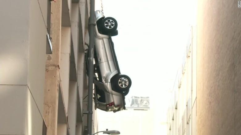 car dangles off parking garage austin raw vo_00002403