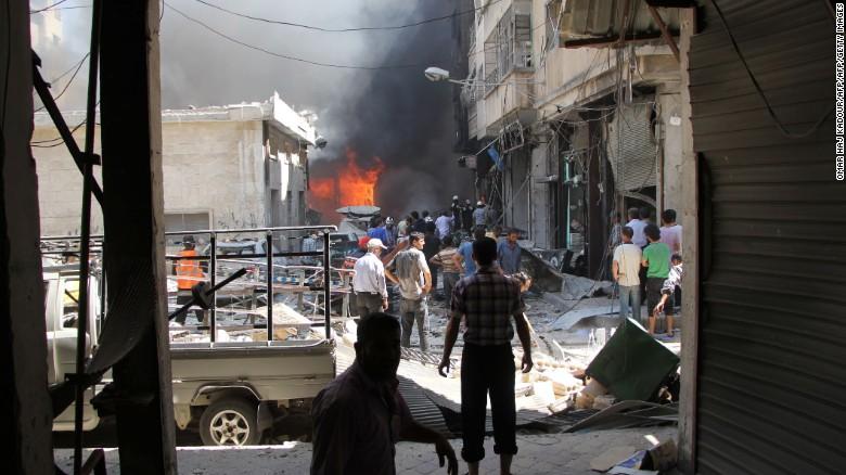 Un mercado fue el blanco de un bombardeo en la ciudad de Idlib, en el norte de Siria. (Crédito: Getty Images).