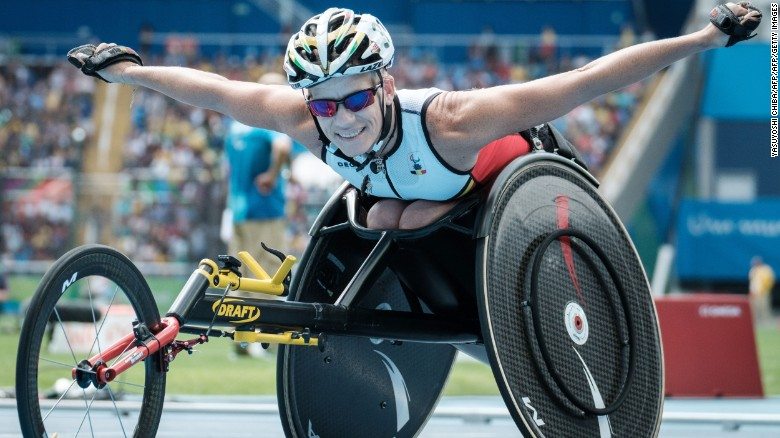 Belgium's Marieke Vervoort poses upon getting the silver medal for the women's 400 m (T52) of the Rio 2016 Paralympic Games at the Olympic Stadium in Rio de Janeiro on September 10, 2016. / AFP / YASUYOSHI CHIBA        (Photo credit should read YASUYOSHI CHIBA/AFP/Getty Images)