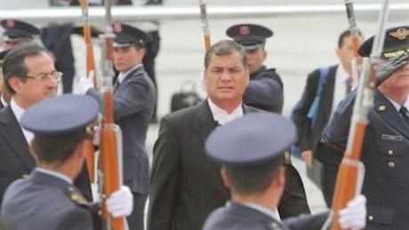cnnee pkg andres lopez ecuador militares vs presidente correa_00002314