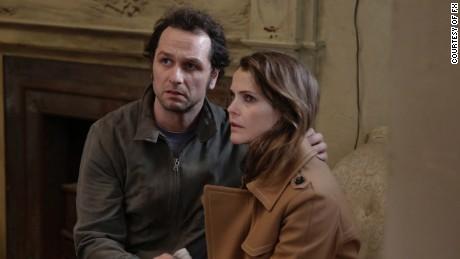Matthew Rhys as Philip Jennings, Keri Russell as Elizabeth Jennings.