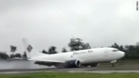 plane skid landing Indonesia jnd orig vstop_00000522.jpg