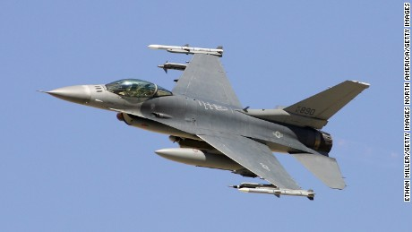 INDIAN SPRINGS, NV - SEPTEMBER 14:  An F-16C Fighting Falcon flies by during a U.S. Air Force firepower demonstration at the Nevada Test and Training Range September 14, 2007 near Indian Springs, Nevada.  (Photo by Ethan Miller/Getty Images)