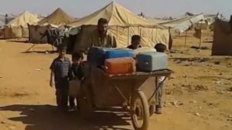syria ghost refugee stranded desert karadsheh pkg_00003724.jpg