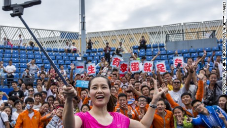 Li Na takes a selfie with fans during last year's Wuhan Open in her hometown in central Hubei province..