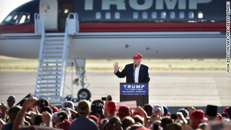 TOPSHOT - Republican presidential candidate Donald Trump speaks during a rally at the Sacramento International Jet Center in Sacramento, California on June 01, 2016.  / AFP / JOSH EDELSON        (Photo credit should read JOSH EDELSON/AFP/Getty Images)