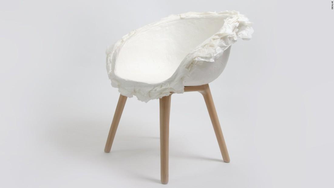 PINWU often uses materials such as bamboo, silk, porcelain, hamdmade paper and ceramics.