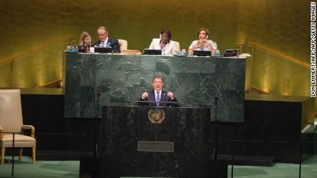 Colombian President Juan Manuel Santos addresses the United Nations General Assembly General Debate September 21, 2016 at the United Nations in New York.  / AFP / DON EMMERT        (Photo credit should read DON EMMERT/AFP/Getty Images)