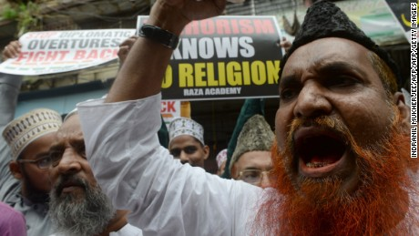 Indian Muslims shout anti-Pakistan slogans while protesting in Mumbai on September 20, 2016, following a militant attack at the Uri army base in Indian-administered Kashmir that killed 18 Indian soldiers. Militants armed with guns and grenades killed 18 soldiers in a raid September 18 on an army base in Uri in Indian-administered Kashmir, the worst such attack for more than a decade in the disputed Himalayan region. / AFP / INDRANIL MUKHERJEE        (Photo credit should read INDRANIL MUKHERJEE/AFP/Getty Images)