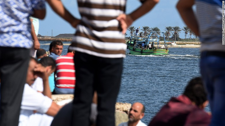 Egyptian official: Navy protecting immigrants' lives