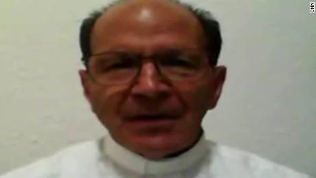cnnee cafe intvw solalinde sacerdotes muertos mexico_00073601