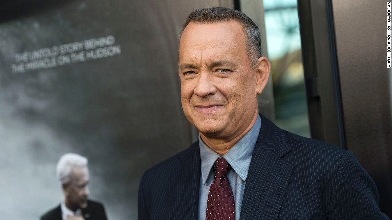 Tom Hanks surprised a couple shooting their wedding photos in New York's Central Park.