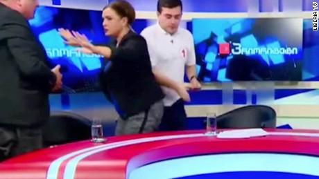 donad trump hillary clinton debate georgia brawl moos pkg erin_00011519.jpg