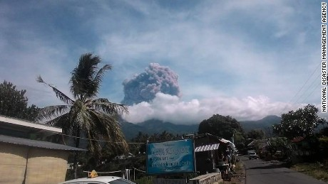 Photo of the eruption of Mount Barujari in Indonesia on September 27