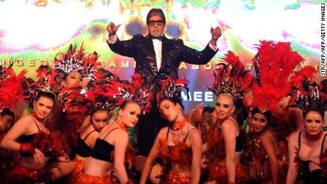 Indian Bollywood actor Amitabh Bachchan(C) poses with dancers during the announcement of the forthcoming Hindi film Aankhen 2 directed by Anees Bazmee in Mumbai late August 17, 2016. / AFP / STR        (Photo credit should read STR/AFP/Getty Images)
